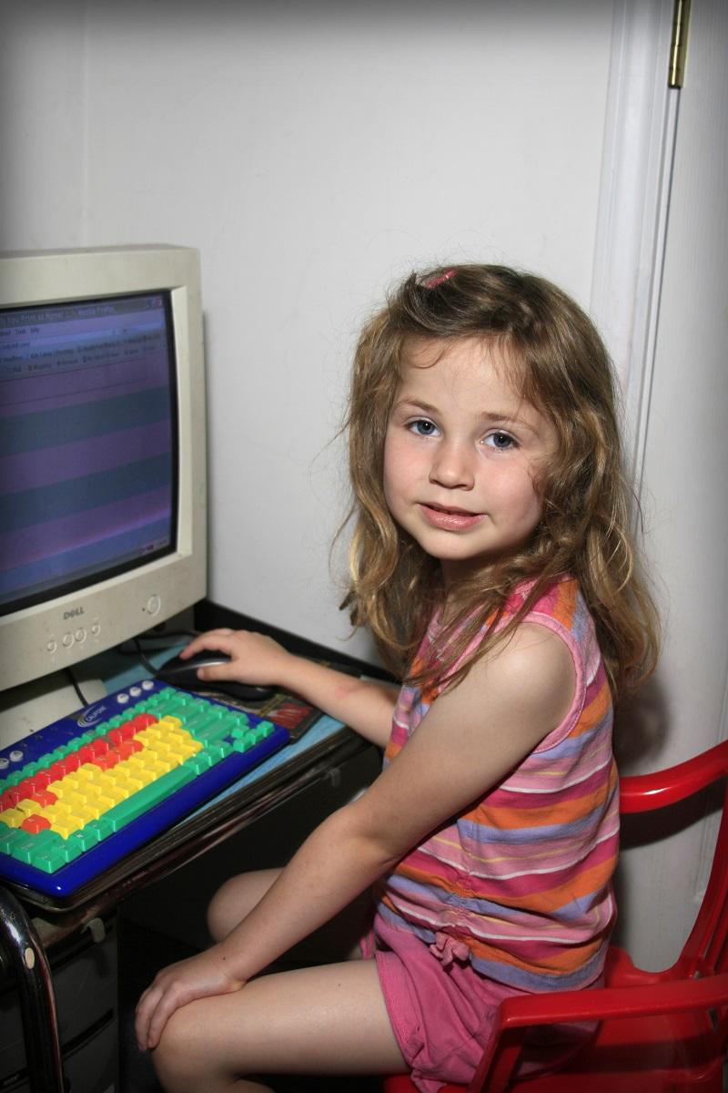 girloncomputer